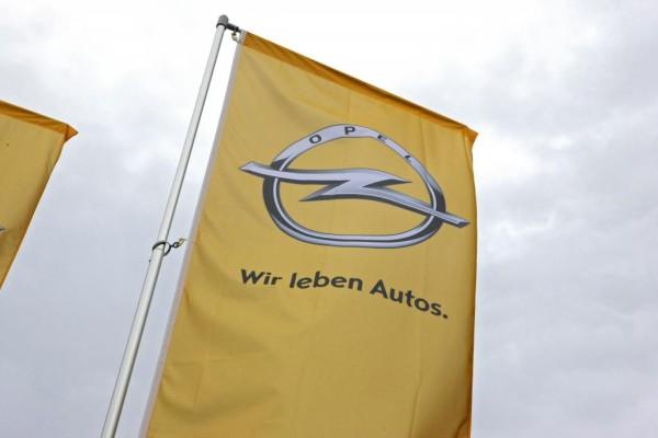 Opel hilft Hochwassergeschädigten mit Ersatzfahrzeug