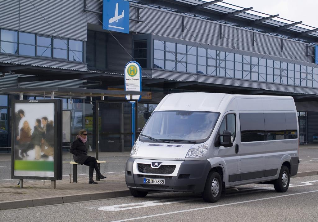 Peugeot Boxer Mini-Bus.