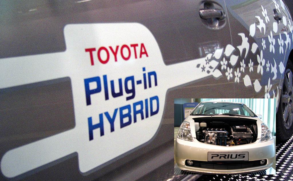 Prius-Plug-in-Hybrid-Showfahrzeug mit Blick unter die Haube.
