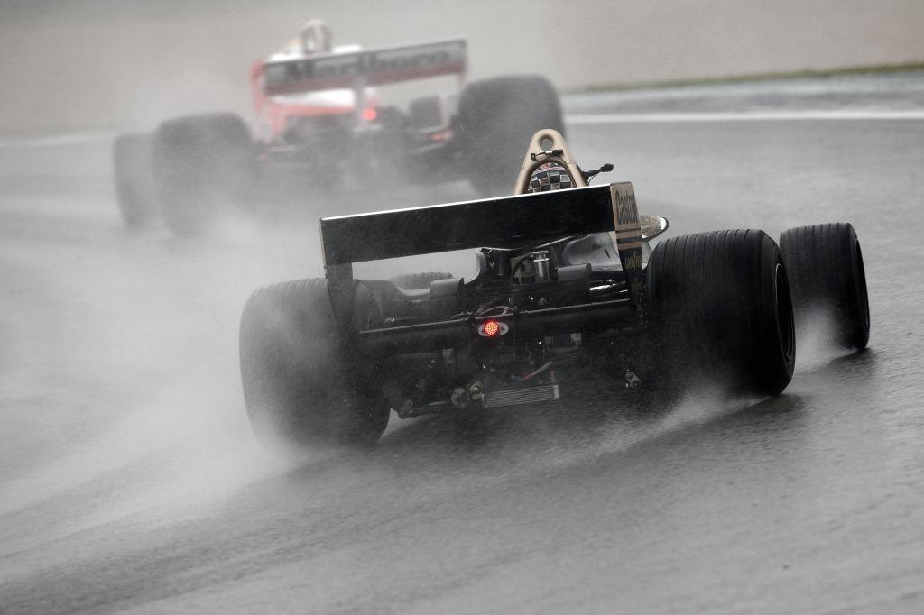 Regen trübte gestern den Abschlusstag des AvD-Oldtimer-Grand-Prix am Nürburgring.
