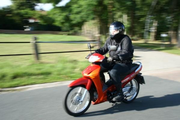 Rote Karte für Moped-Führerschein ab 15