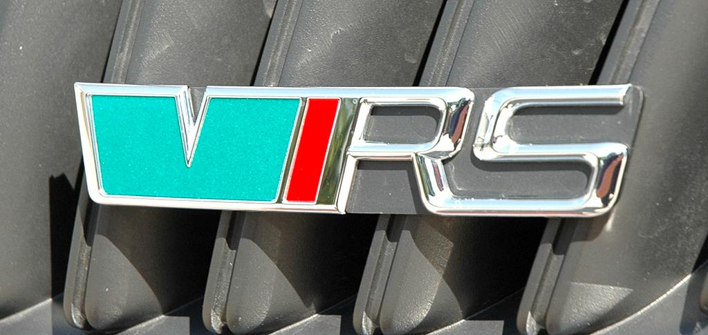 Skoda Fabia RS: Die Typenlogo befindet sich unten rechts ebenfalls noch im Kühlergrill.
