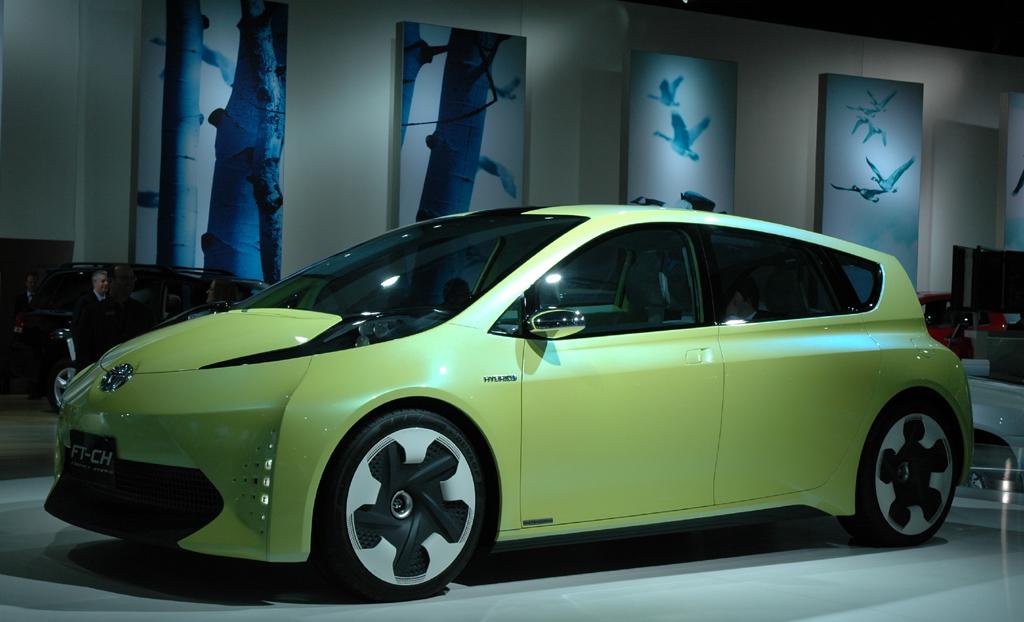 Toyota-Kompaktklassen-Hybridstudie FT-CH.