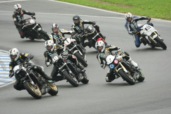Triumph setzt Street-Triple-Cup auch 2011 fort