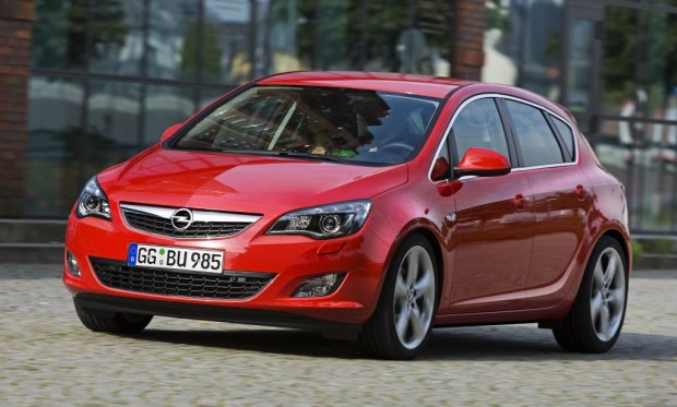 Uni Stuttgart wählt Opel Astra für hochmodernen Simulator
