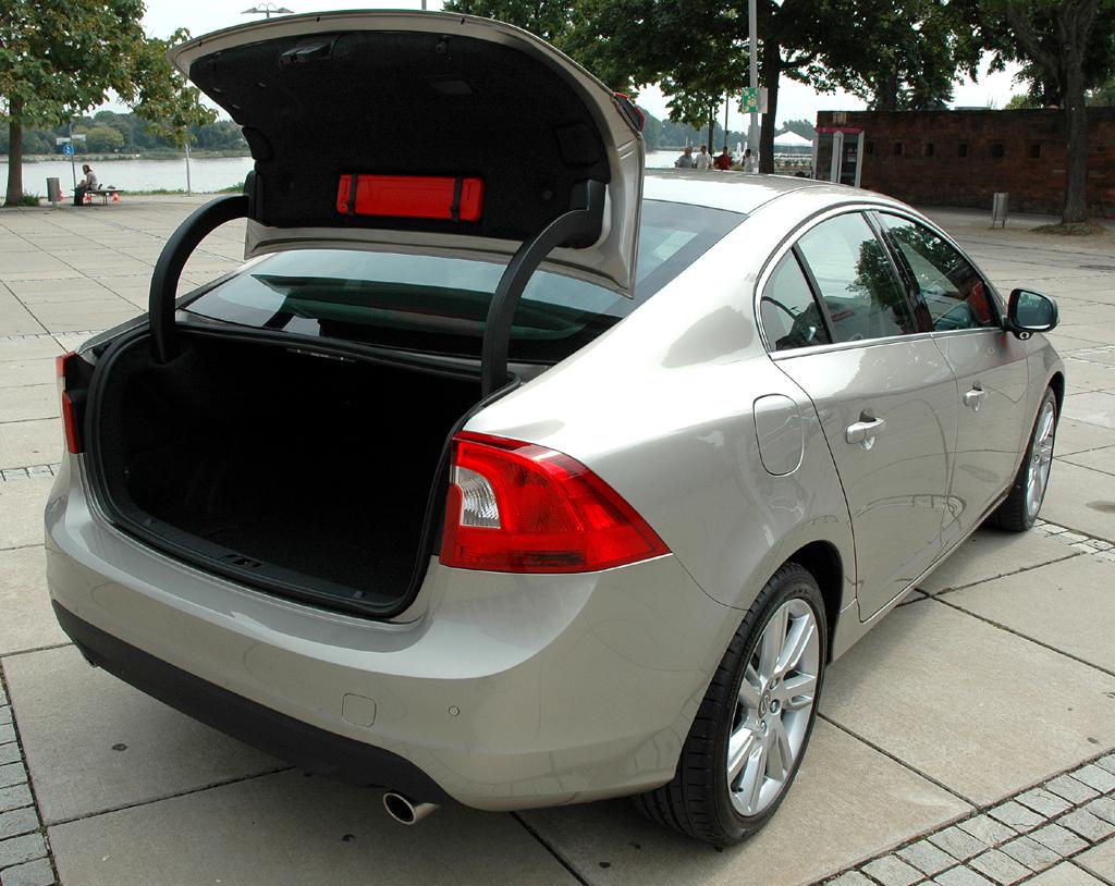 Volvo S60: Das minimale Fassungsvermögen des Kofferraums beträgt 380 Liter.