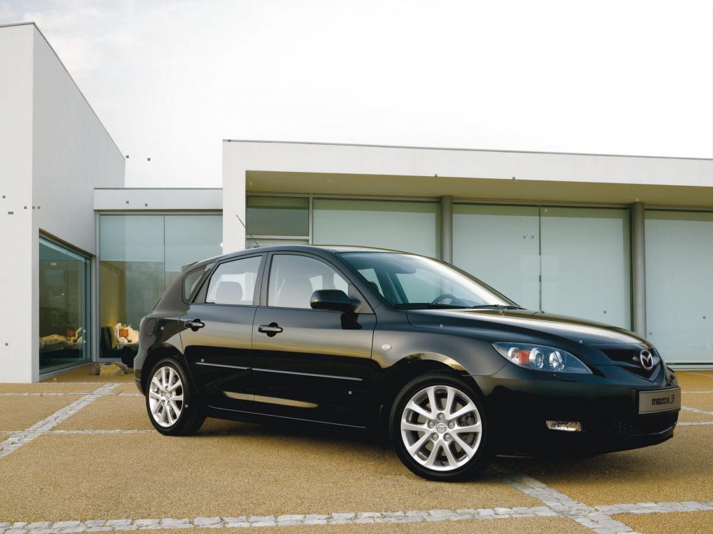 Wegen möglicher Servo-Probleme ruft Mazda 3 838 Mazda3 in die Werkstatt.