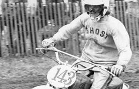 Weil ich ein Mädchen bin - Die erste Bikerin mit professioneller Lizenz: Kerry Kleid.