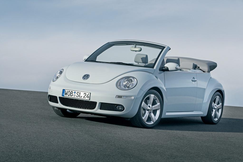 Zumindest optisch ist der VW New Beetle der Nachfolger des Käfer-Cabrios. Unterm Blech steckt aber Golf-Technik.