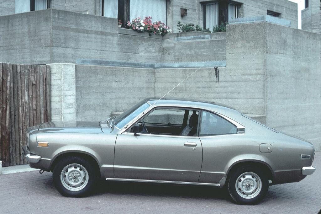 Auch das Mazda 818 Coupé von 1977 ist konventionell angetrieben