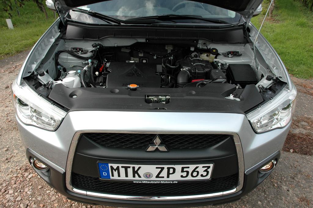 Blick unter die ASX-Motorhaube.