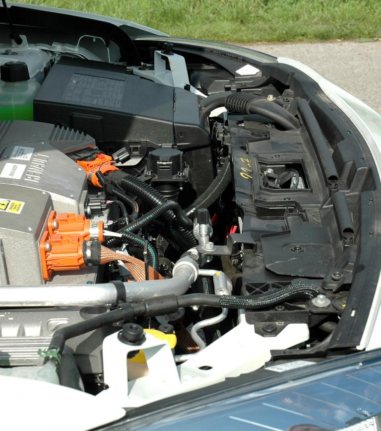Blick unter die Haube des Renault Fluence ZE.