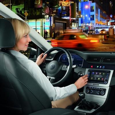 Connected Cars: E-Mail im Auto anhören und beantworten
