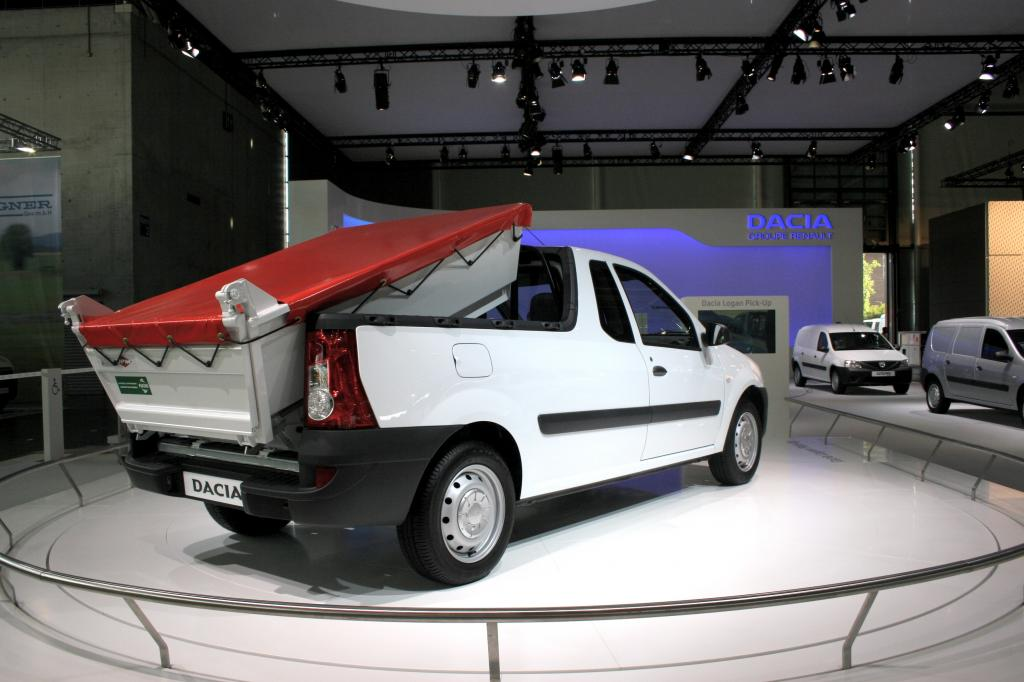 Dacia Logan Pick-up mit Hinterkipper.