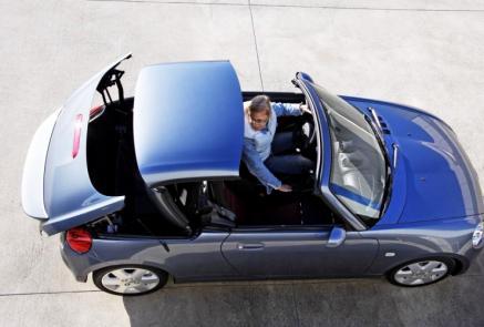 Daihatsu Copen - Go Kart Fahren auf der Autobahn. Quelle: Daihatsu.