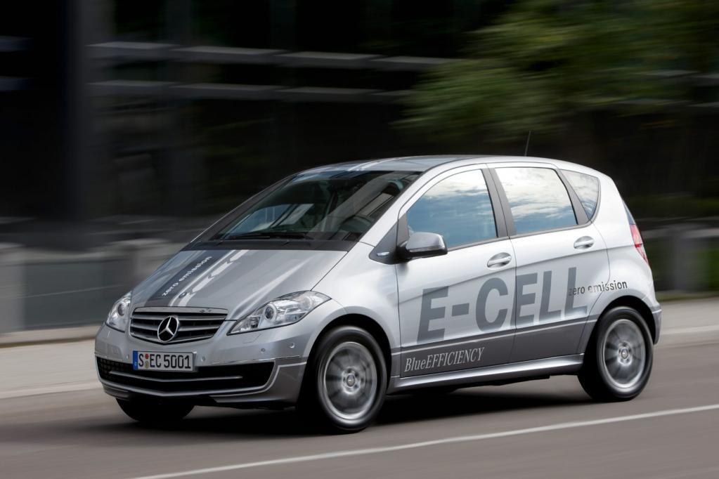 Das Licht der Öffentlichkeit erblickt in Paris jetzt das Elektroauto Mercedes-Benz E-Cell.