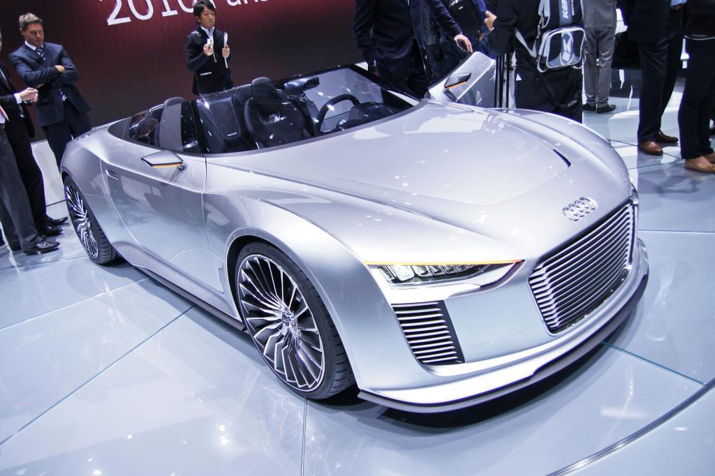 Der Audi e-tron Spyder hat ein Dieselhybrid-Antrieb