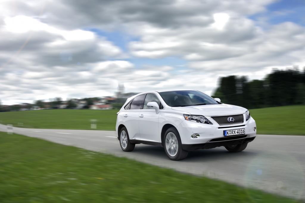 Der Lexus hat einen 3,5-Liter-V6-Benziner mit 183 kW/249 PS