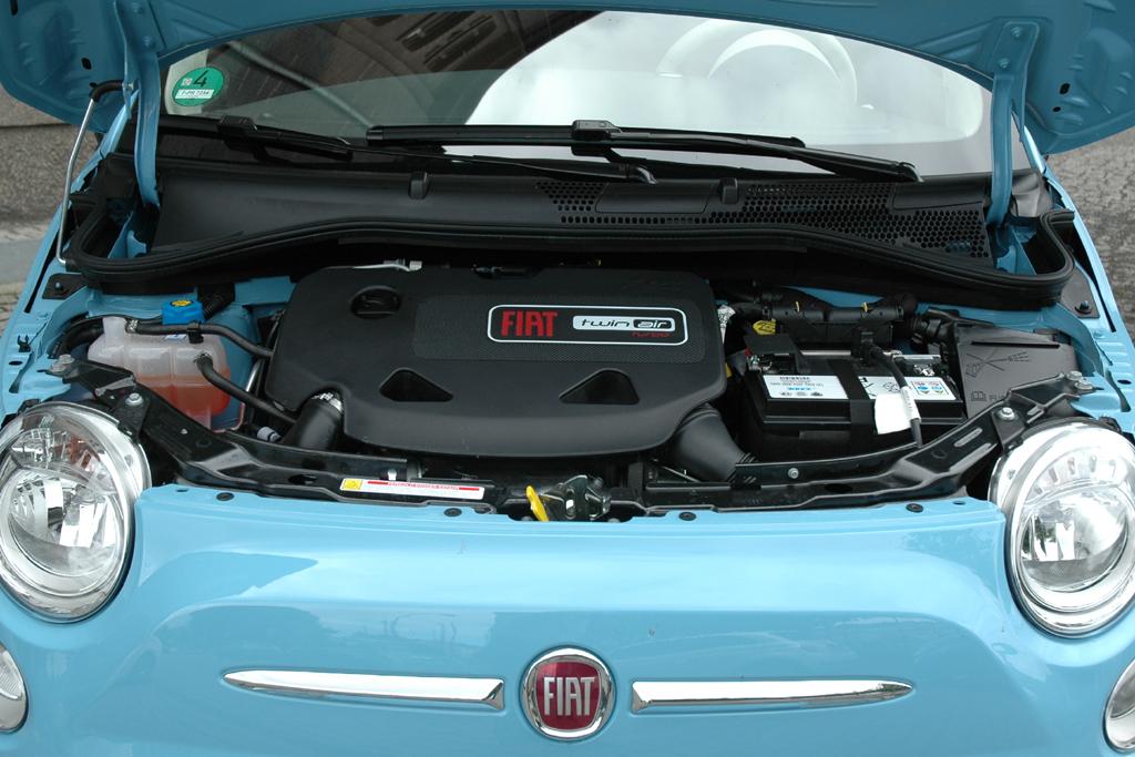 Der neuer Zweizylinder-TwinAir-Motor leistet im Fit 500 85 PS.