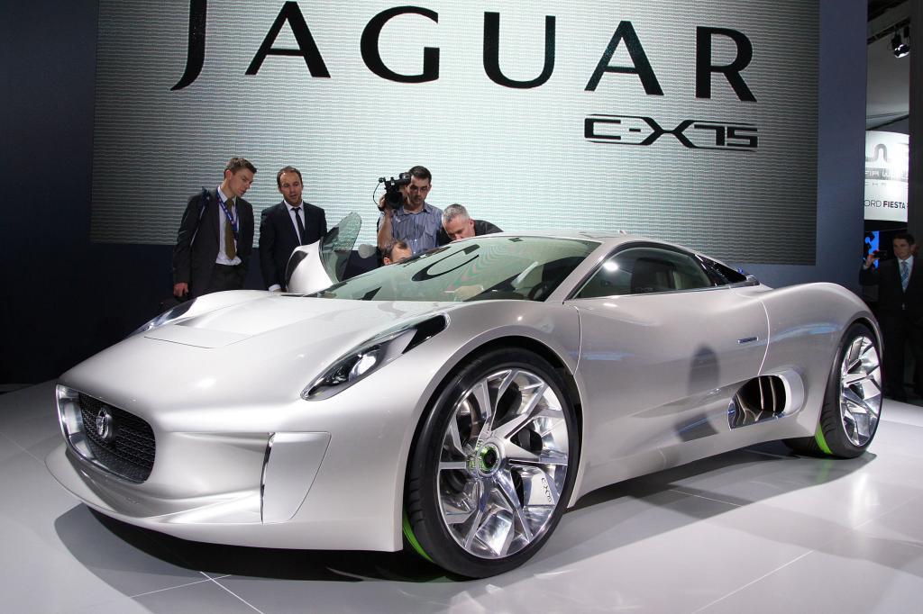 Die Jaguar-Studie C-X75 läuft mit 574 kW/780 PS starkem Elektroantrieb bis zu 328 km/h schnell