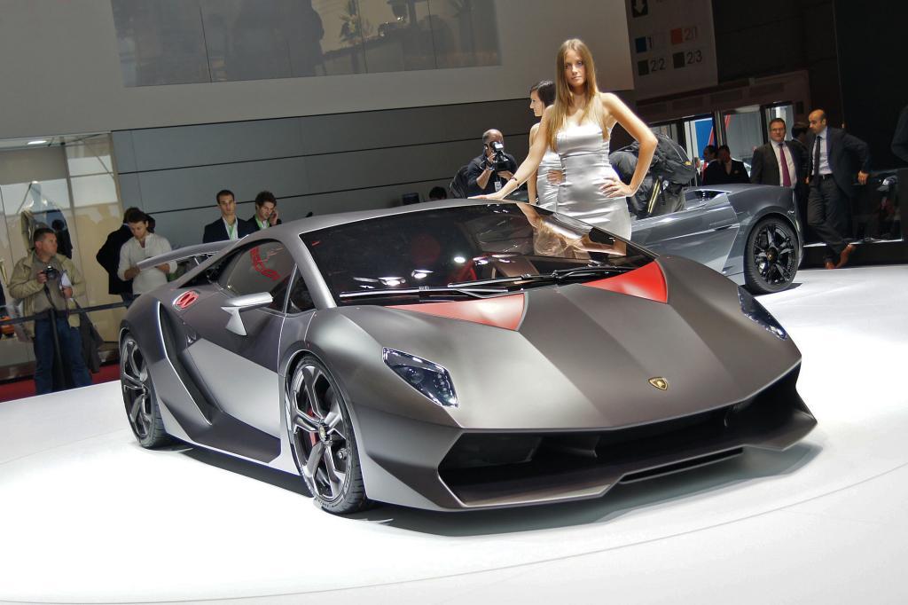 Die Macht der Dunkelheit wird perfekt vom Lamborghini Sesto Elemento verkörpert