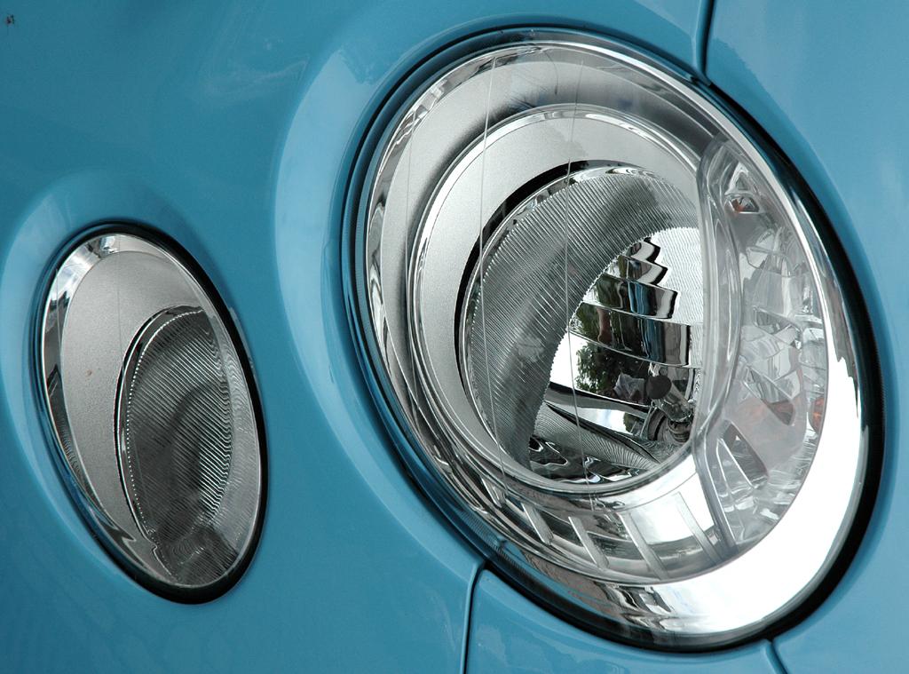 Fiat 500 TwinAir: Moderne Rundleuchteinheit vorn.