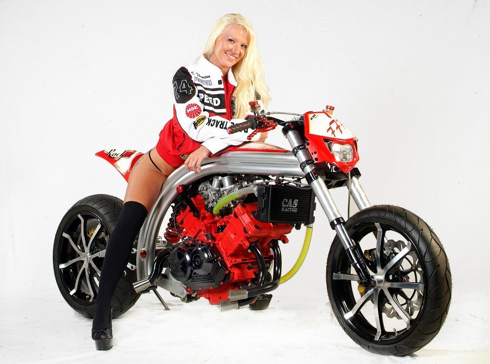 Fighterama 2010: Motorrad Kult-Tuning-Messe im Wunderland Kalkar