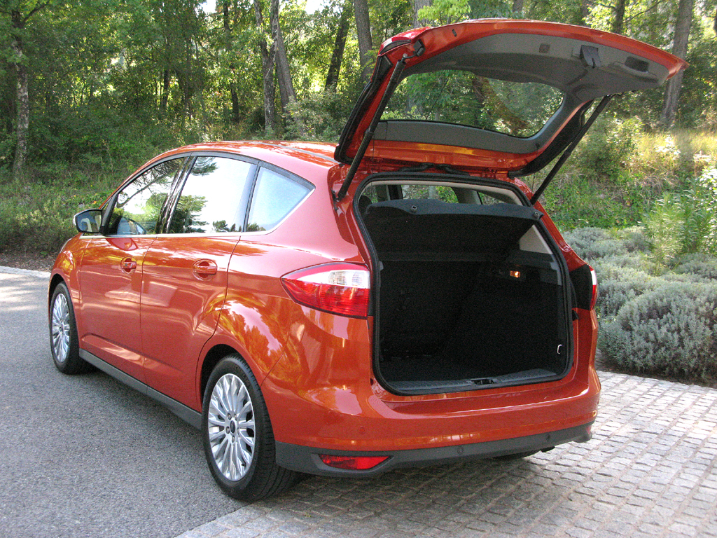 Ford C-Max: In den Kofferraum passen 432 bis 1723 Liter Gepäck hinein.