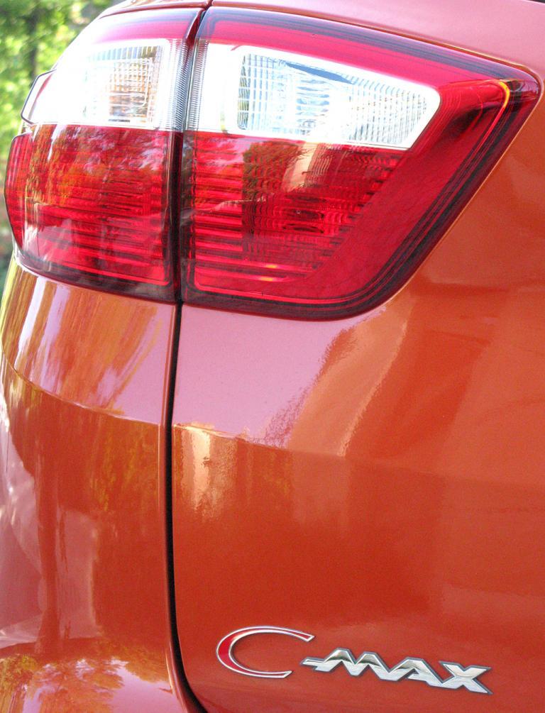 Ford C-Max: Leuchteinheit hinten mit Modellschriftzug.