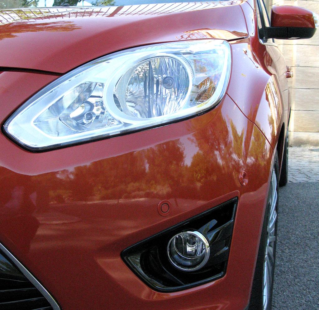 Ford C-Max: Moderne Leuchteinheit vorn.