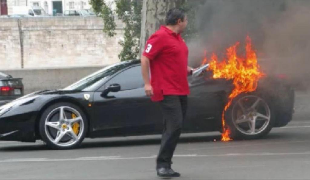 Heiß, heißer, Ferrari 458 Italia - die peinliche Rückrufaktion. Paris.