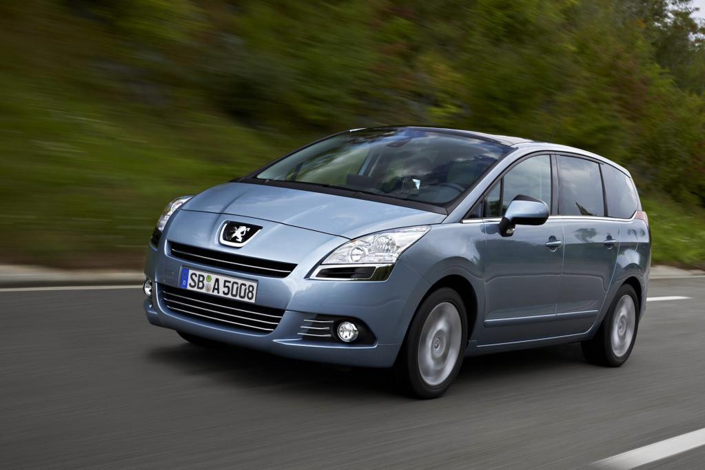 Im Familien-Van Peugeot 5008 können die Insassen im Internet surfen.