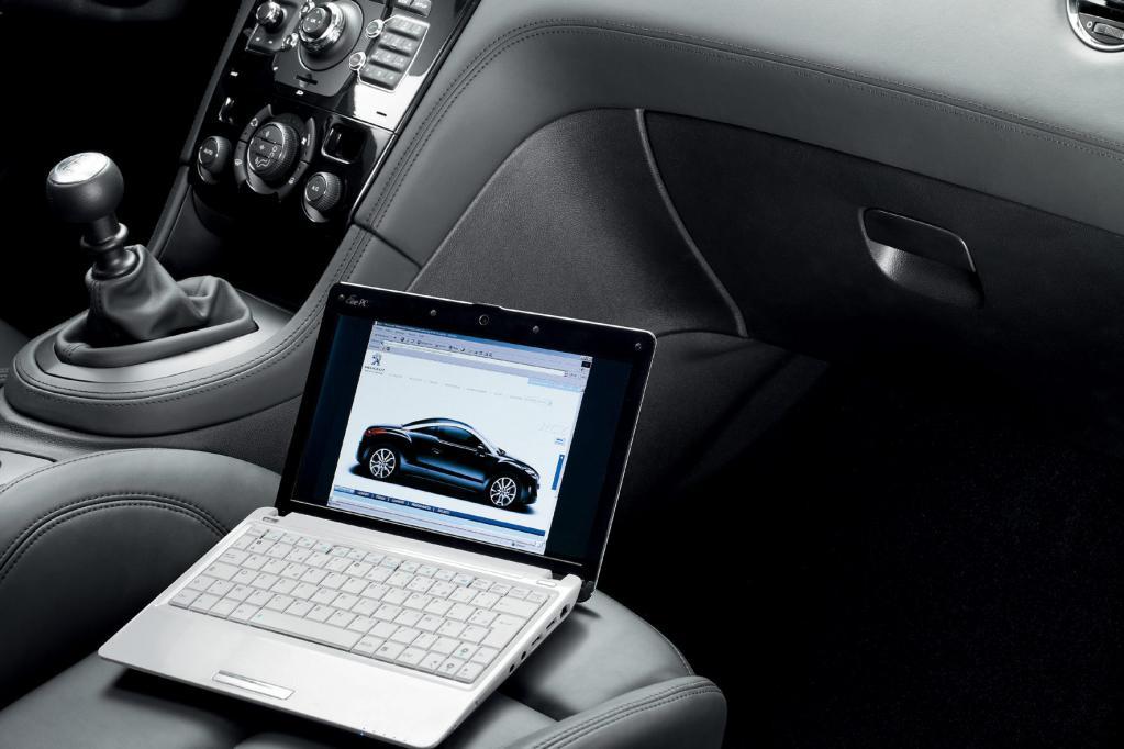 In immer mehr Kraftfahrzeugen können die Passagiere auch das Internet nutzen.