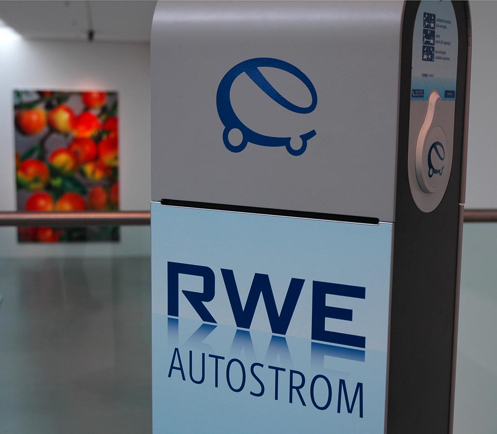 Ladestation des Essener Energieversorgers RWE mit zwei Ladepunkten.