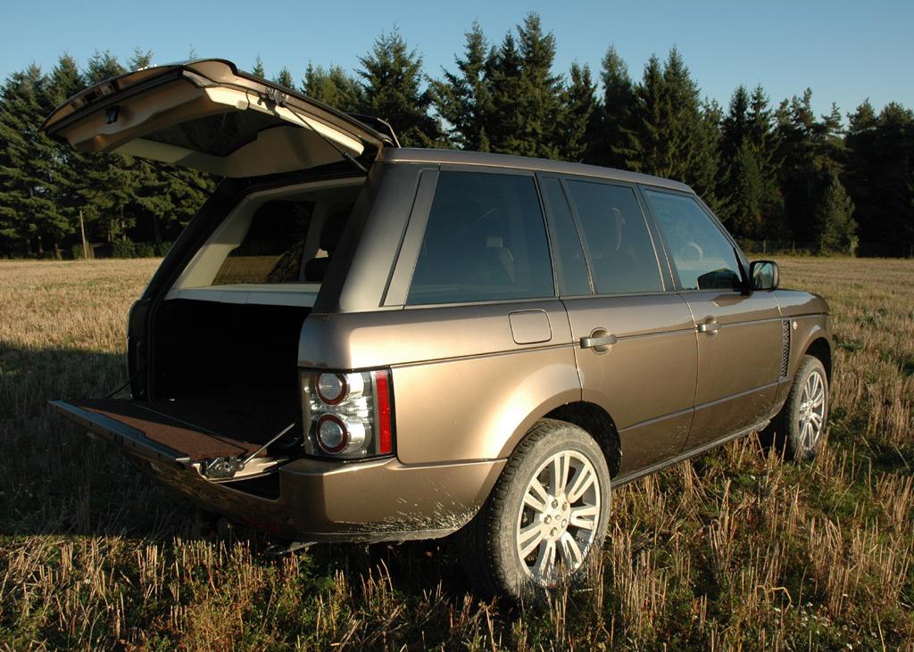 Land Rover Range Rover: Die Kofferraumklappe ist zweigeteilt.