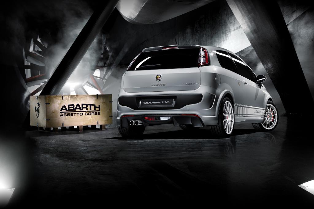 Paris 2010: Abarth stellt neue Performance-Kits vor