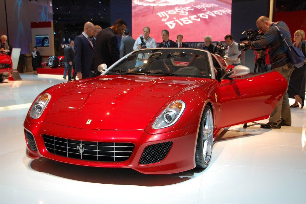 Paris 2010 - Sportwagen & Luxusmodelle: Bentley, Maserati, Mercedes, Morgan, Lotus, Porsche
