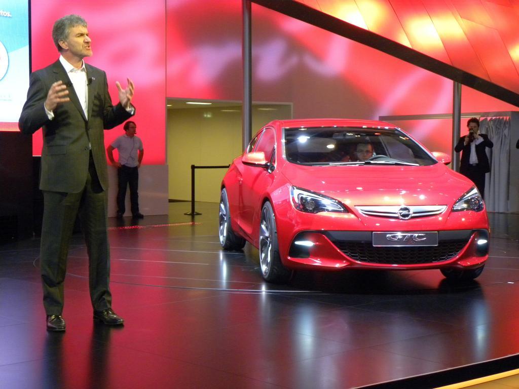 Paris 2010. Opel zeigt sich sportlich und familienfreundlich