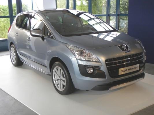 Peugeot 3008 Hybrid4 kommt mit 3,8 Litern Diesel aus