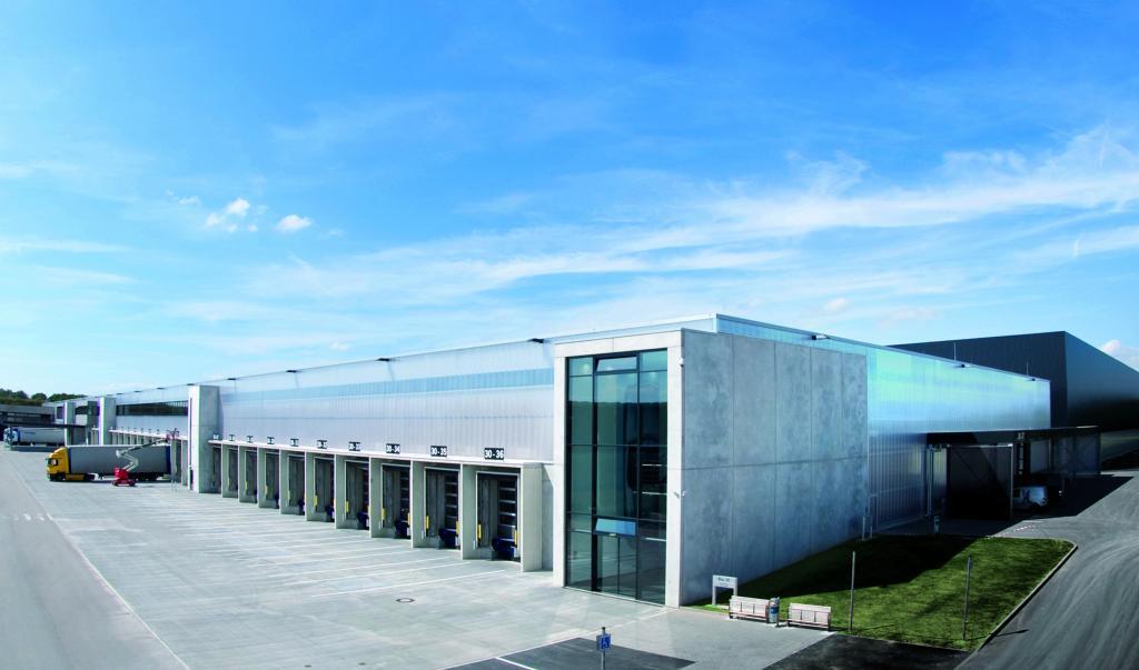 Porsche nimmt zentrales Ersatzteillager in Betrieb