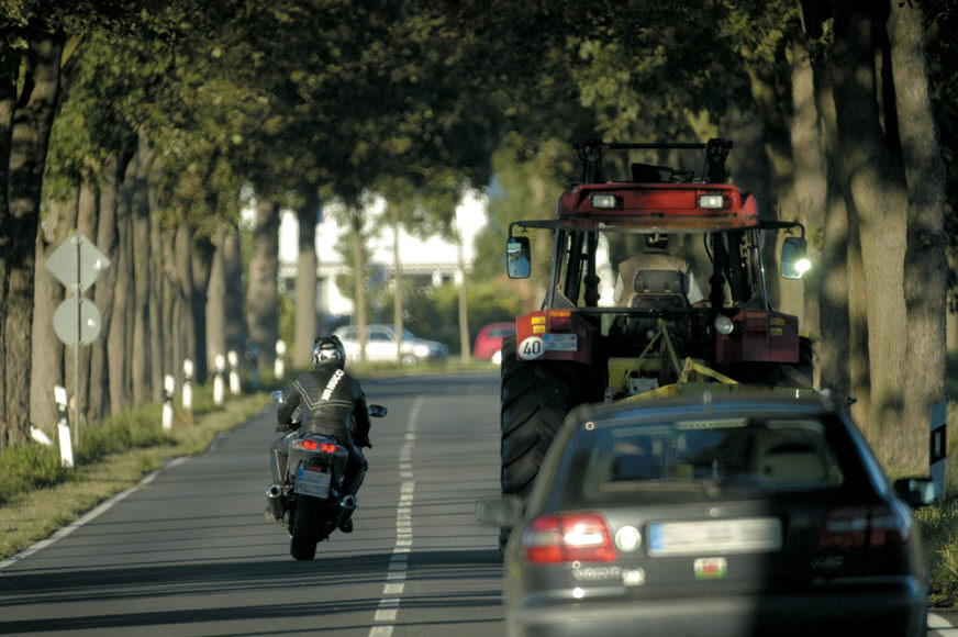 Ratgeber Motorrad: Vorsicht im Herbst