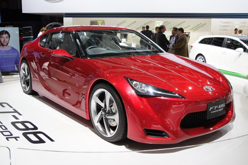 Rot und schnell präsentiert sich der Toyota FT-86 Concept