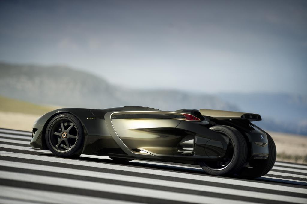 Schräg von hinten wirkt der EX1 wie ein reinrassiger Rennwagen