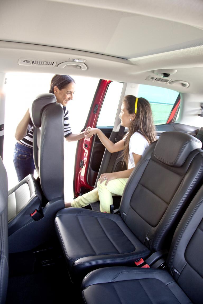 Seat Alhambra: Kein Problem ist es, kleinere Mitreisende auch ganz hinten unterzubringen.
