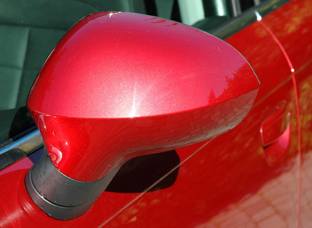 Seat Exeo: Blick auf den Außenspiegel auf der Fahrerseite.