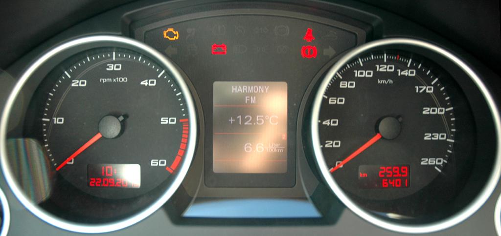 Seat Exeo: Blick durch den Lenkradkranz auf die Rundinstrumentierung.