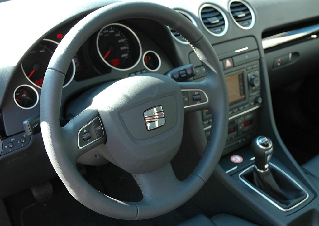 Seat Exeo: Blick ins übersichtlich gestaltete Cockpit.