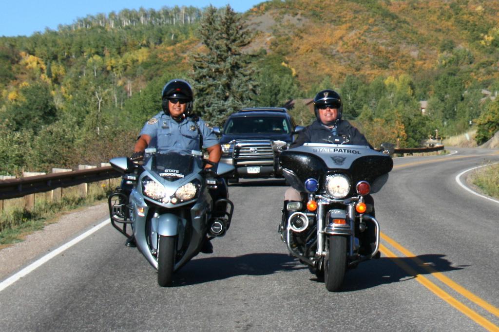 Selbst die Polizisten genießen die schnelle Fahrt