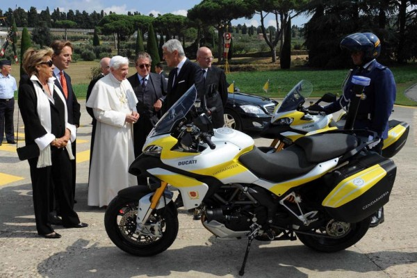 Vatikanpolizei erhält Motorräder