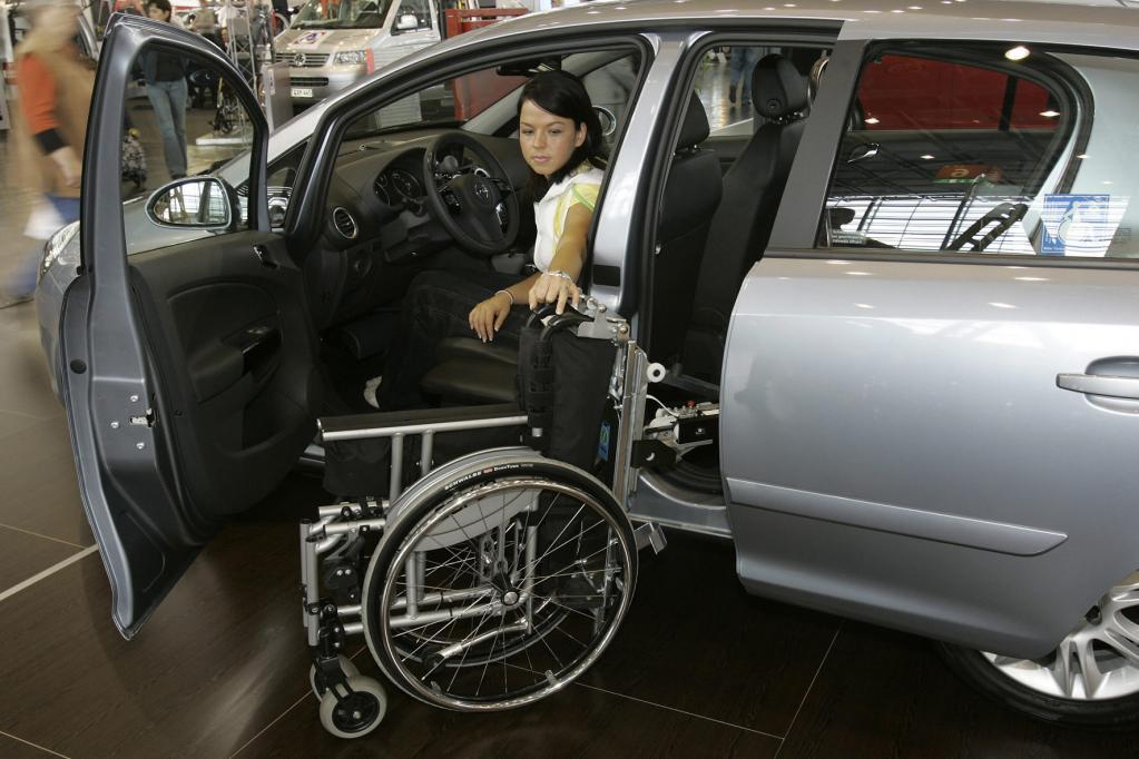 Viele Automobilhersteller, darunter auch Opel, gewähren beim Autokauf einen Rabatt für Menschen mit Behinderung.